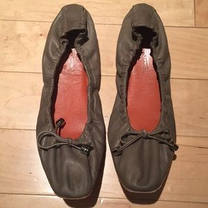 Santoni leather ballet flats in olive green